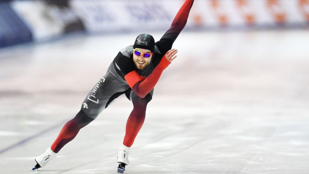 Laurent Dubreuil lors d'une course de patinage de vitesse